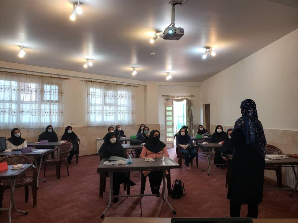 جلسات شورای دبیران و آموزش دبیران